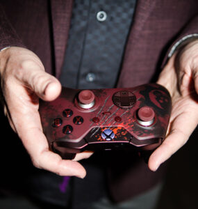 Rod Fergusson with Gears of War 4 Elite Controller