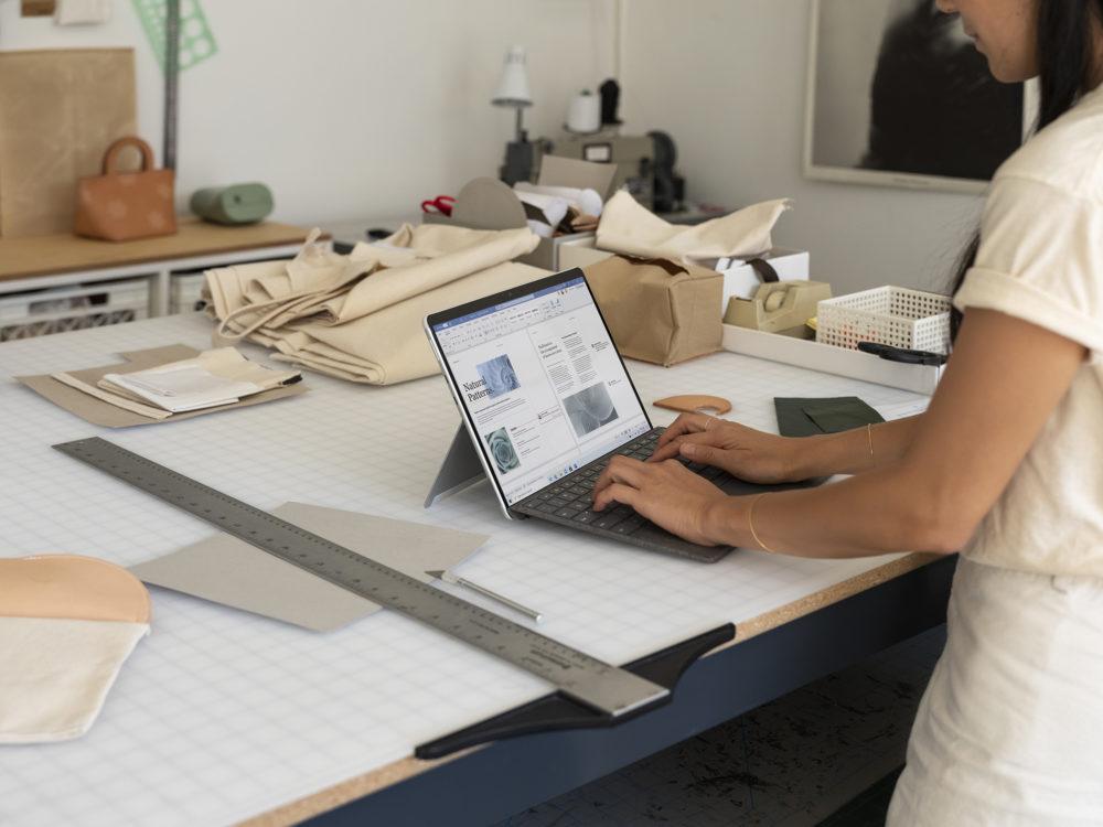 Microsoft Surface Pro X 2020 (Laptop mode)